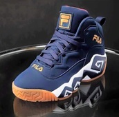 shoes,fila sneakers,fila out,sneakers,colorful sneakers,og fila,navy