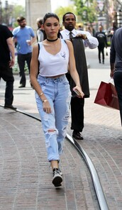 madison beer,ripped jeans,crop tops,spring outfits,jewels,jewelry,necklace,choker necklace,black choker,celebrity style,jeans,madison,beer,boyfriend jeans