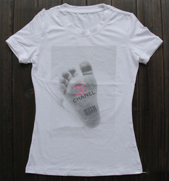 t-shirt chanel feet code print