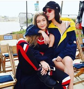 sunglasses,bella hadid,bella hadid style,gigi hadid,round sunglasses,red sunglasses,cap,hat,hadid sisters,style,black hat,accessories,Accessory,newsboy hat,cabby hat,model,model off-duty