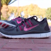shoes,nike,nike free run,black,white,grey,pink,sportswear,sneakers,cute