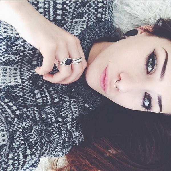 sweater geometric jewels hipster vintage grunge make-up septum piercing