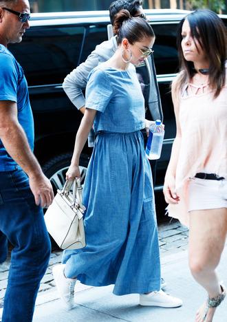 dress selena gomez blue dress white and gold sneakers white bag silver hoop earrings