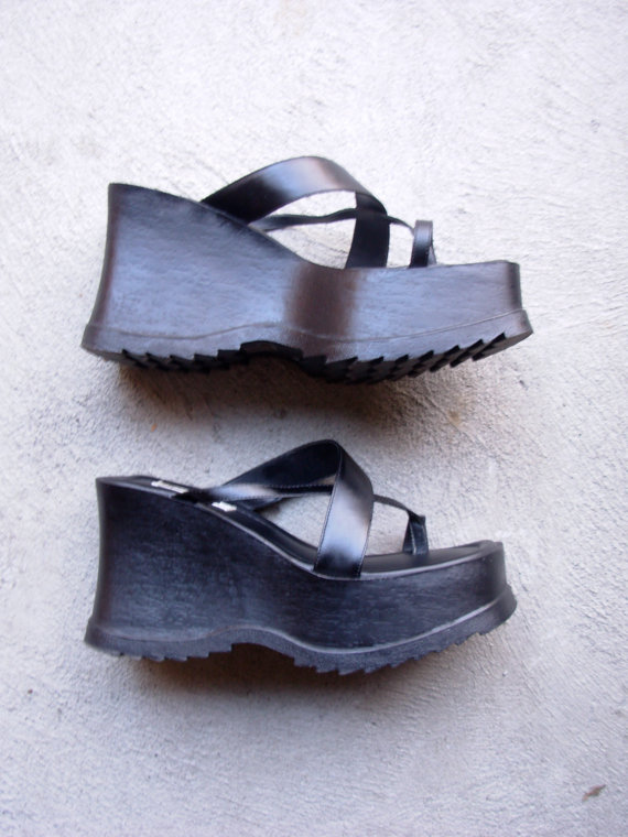 Vintage 90's black chunky platform