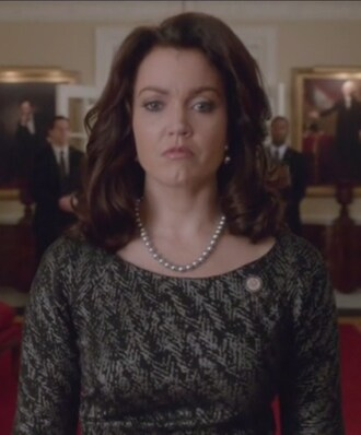dress pearl necklace mellie grant bellamy young scandal