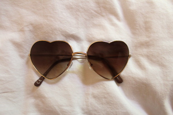 sunglasses heart brown sunnies love fashion style heart mode clothes pretty herat cute gold