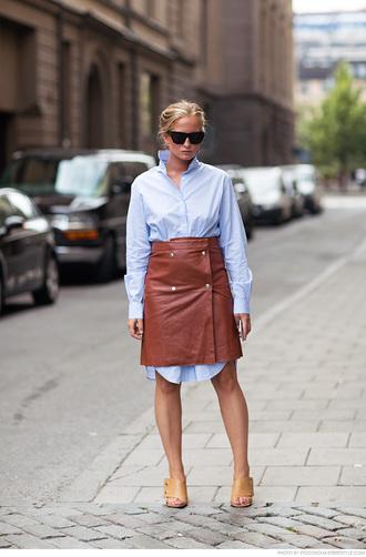 carolines mode blogger brown leather skirt leather skirt shirt dress blue shirt
