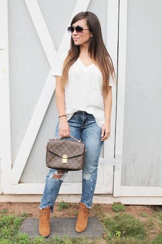 t-shirt v-neck t-shirt boyfriend jeans distressed denim ankle boots blogger blogger style satchel bag louis vuitton