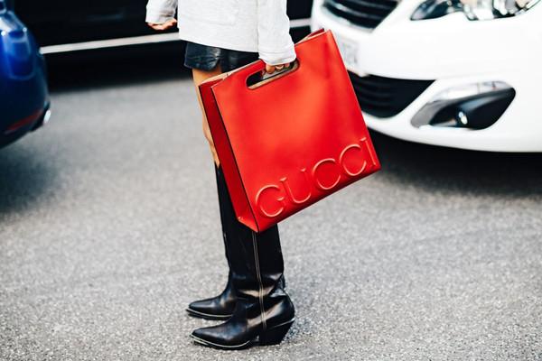 c4b15618c8bcb6 bag tumblr red bag handbag gucci gucci bag streetstyle boots mid heel boots  black boots cowboy