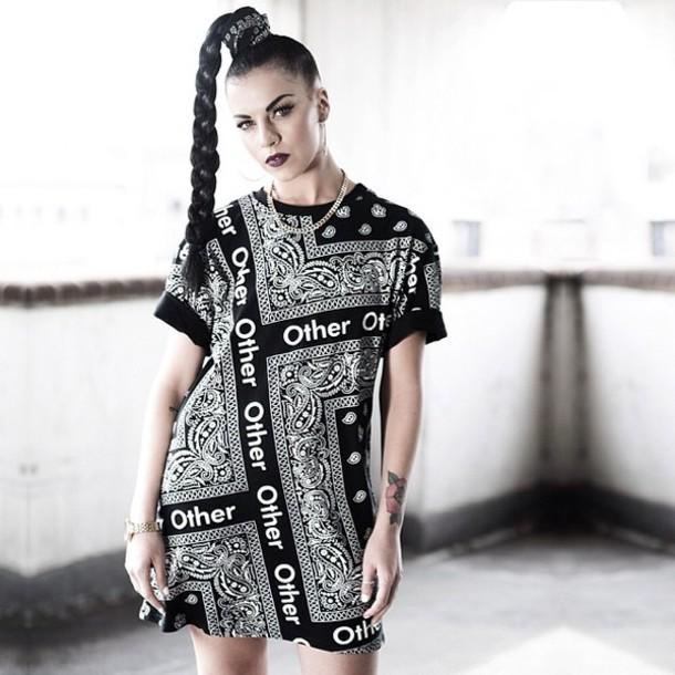 tshirt girl bandana bandana tee model streetstyle