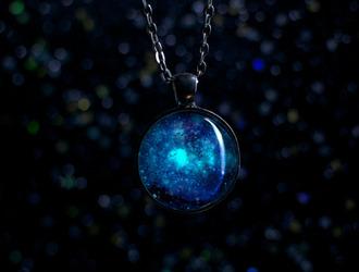 jewels glow in the dark glow necklace necklace fashion tumblr galaxy print space nebula