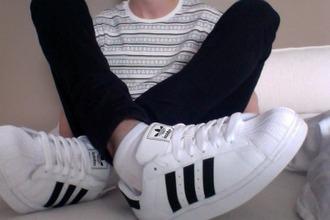 top white t-shirt aztec shoes