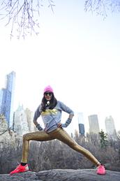 nycpretty,blogger,leggings,sportswear,fluo,grey sweater,glitter,nike sneakers,sweater,shoes,sports sweater