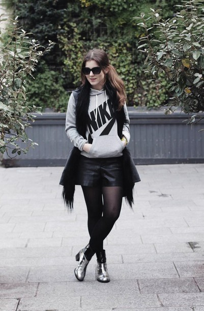 elodie in paris blogger jacket shorts shoes bag jewels sunglasses sweater