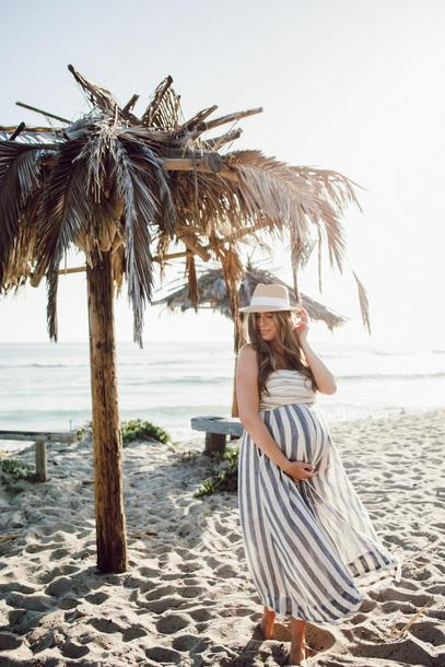 mint arrow blogger hat maternity summer outfits beach