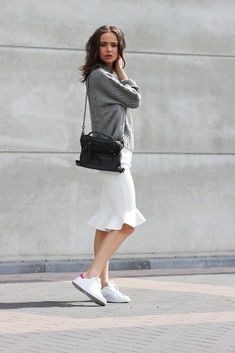 mode d'amour blogger white skirt pencil skirt tulip skirt grey sweater black bag adidas shoes