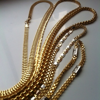 jewels womenswear gold chain in style trendy hat bag shoes t-shirt urban menswear gold chains chanel black