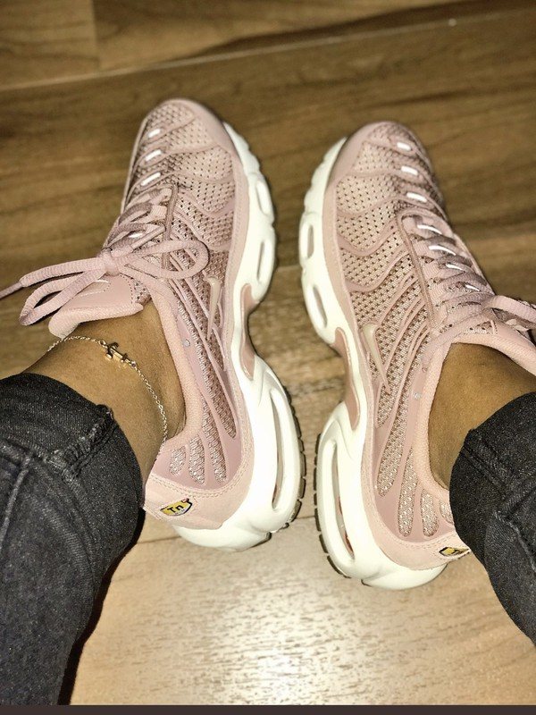4533560021 shoes pink shoes pink air maxes cute light pink