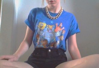 t-shirt top blue tumblr jewels shorts shirt pale tumblr girl tumblr tumblr clothes spongebob cartoon tv show pretty girl blue shirt short sleeves cute tags necklace gold chain high waisted black shorts celebrity top dreamworld online link pls
