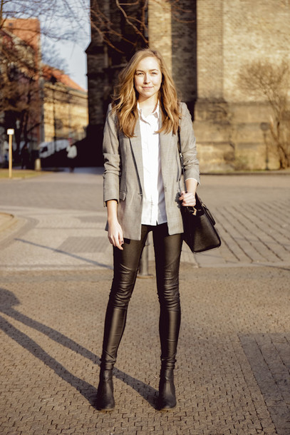 a cup of style blogger leather leggings blazer white shirt black bag