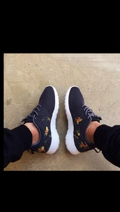 shoes,nike roshe flowers shoes nikes,nike,nike roshe run,black shoes,dark blue,black,floral,roshe runs,nike roshes floral,nike running shoes,nike free run,nikes,neon,roshes,floral shoes,navy,flowered shorts,trainers,low top sneakers,clothes,nike shoes,floral nike roshe shoes