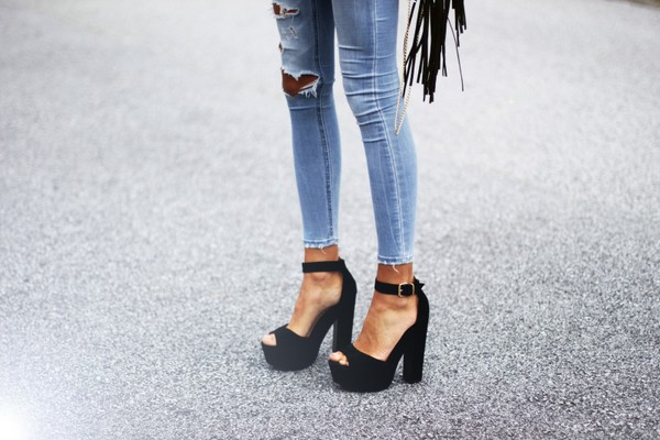 shoes jeans sexy jeans high heels bikini skirt black and white black heels amazing black heels weheartit outfit outfit idea hells black shoes platforme fashion leather platform shoes black talon gros