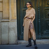 shorts,leather shorts,cowboy boots,turtleneck sweater,knitted sweater,slit,belt,hoop earrings,sunglasses