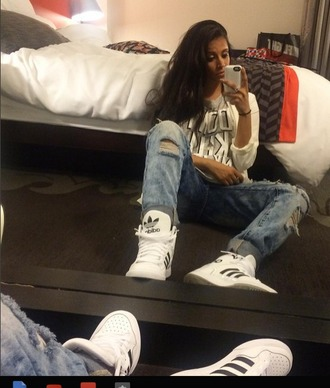 shoes iisuperwomanii superwoman youtuber youtube boyfriend jeans adidas sneakers high-top sneakers white white and black shoes jeans