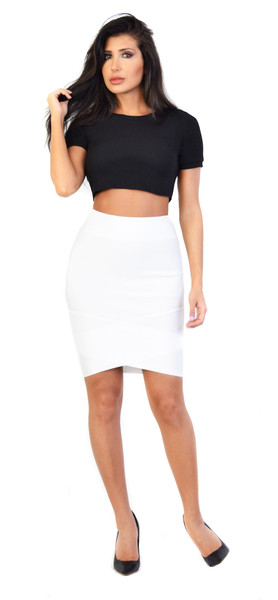 Glamorous - Black Ribbed Short Sleeve Crop Top | Emprada