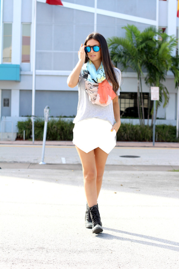 the material girl blogger top scarf sunglasses shoes