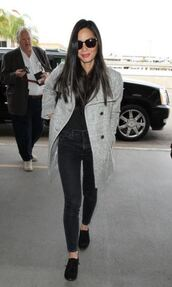coat,grey coat,olivia munn,fall outfits,flats,jeans