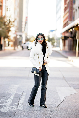 styleofsam blogger sweater jeans shoes bag sunglasses chanel bag winter outfits