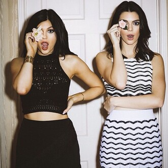 dress kylie jenner kendall jenner kardashians cute black white two-piece tumblr cool jewels cardigan