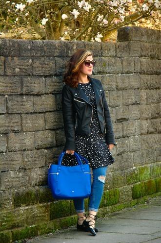 rachelthehat blogger dress top jeans jacket bag skinny jeans handbag blue bag black leather jacket flats spring outfits