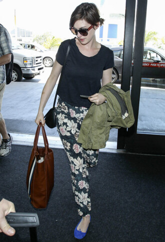 shoes pants sunglasses anne hathaway