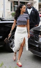 skirt,rihanna,slit skirt,grey t-shirt,cropped t-shirt,shoes,jewels