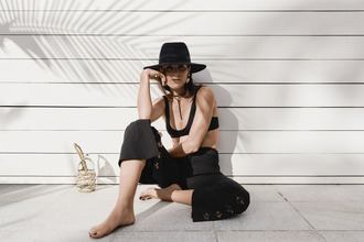oracle fox blogger pants top jewels hat bag black pants black hat