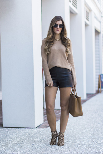 chicstreetstyle blogger sweater shorts jewels bag sunglasses beige sweater handbag leather shorts booties