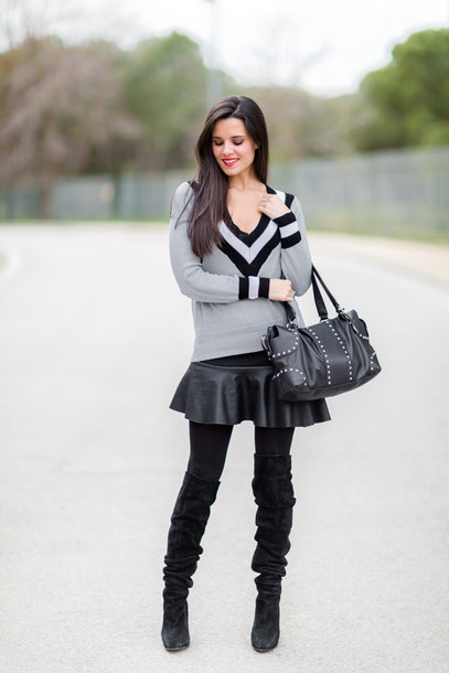 crimenes de la moda blogger thigh high boots black boots v neck grey sweater