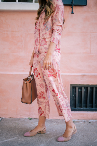 pants tumblr pajama set printed pants cropped pants shirt printed shirt pink shirt floral shirt floral pants pink pants bag brown bag sandals slingbacks pink shoes pajama style