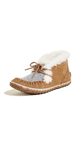 Sorel moccasins shoes