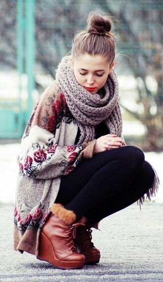 shoes brown flowers black trousers sweater jeans floral roses cardigan knit two-tone fall outfits girl scarf cute leggings rose wedges vintage boho girly oversized cardigan grey black leggings sweatshirt winter sweater floral cardigan floral sweater winter boots cardigan with flowers pretty winter outfits tumblr clothes hipster