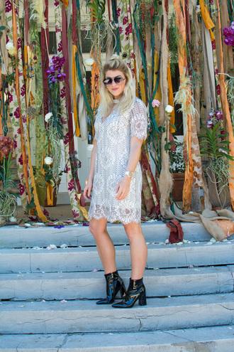 lestylorouge blogger dress shoes jewels sunglasses lace dress ankle boots