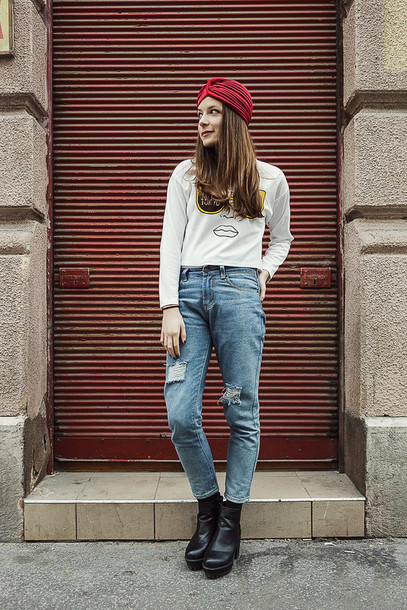 iemmafashion blogger turban white sweater mom jeans sweater jeans shoes jewels