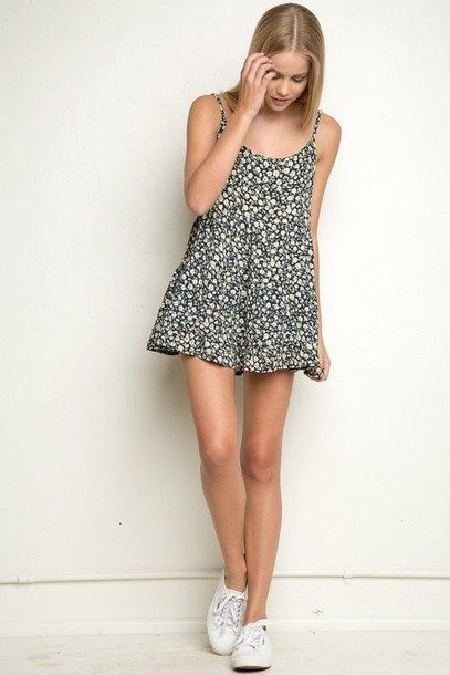 dress floral pretty skinny jada dress jada floral floral dress floral pattern floral pattern dress blonde hair white shoes