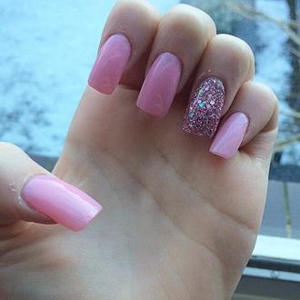 nail polish pink glitter nails