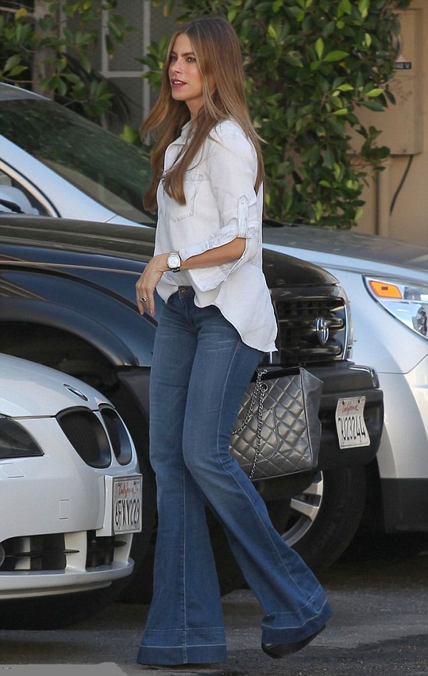 top shirt blouse sofia vergara jeans streetstyle
