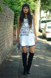 she wears fashion,t-shirt,dress,shoes,bag,jewels