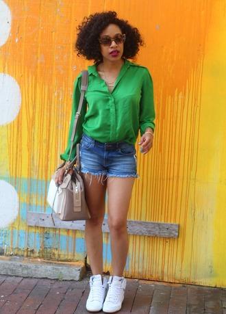 mattieologie blogger denim shorts white sneakers shoulder bag