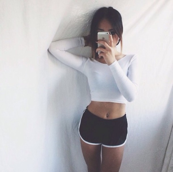 t-shirt shorts shirt white crop tops long sleeves